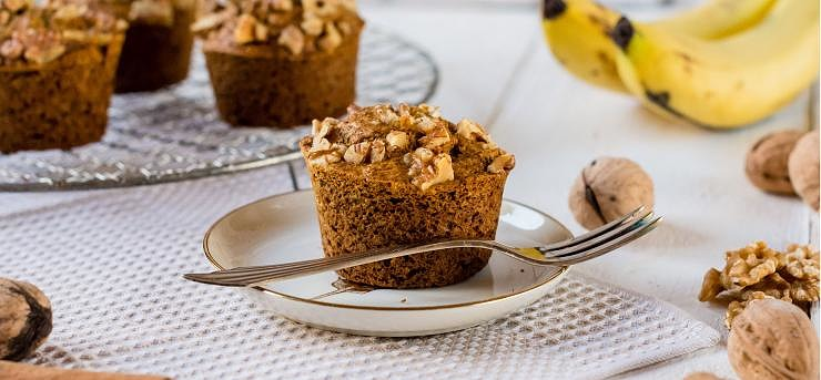 Banana and walnut muffins
