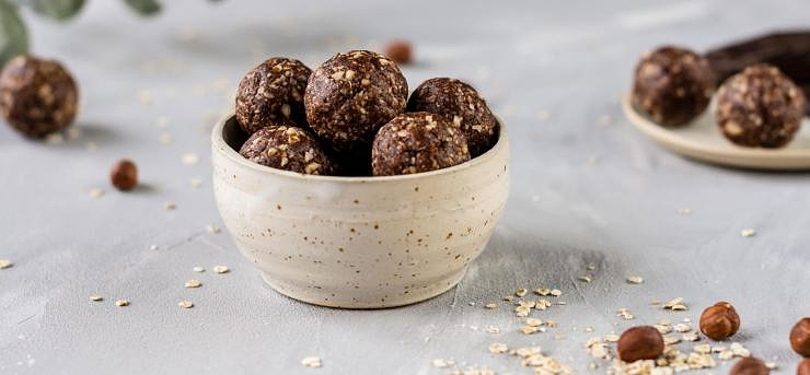 Energy balls with chocolate