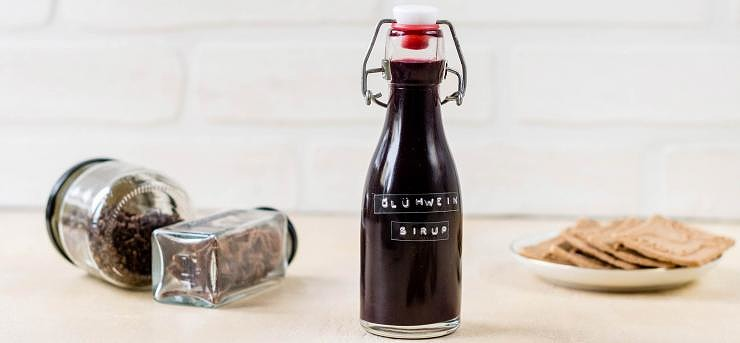 Sugar-free mulled wine syrup to add to sparkling wine